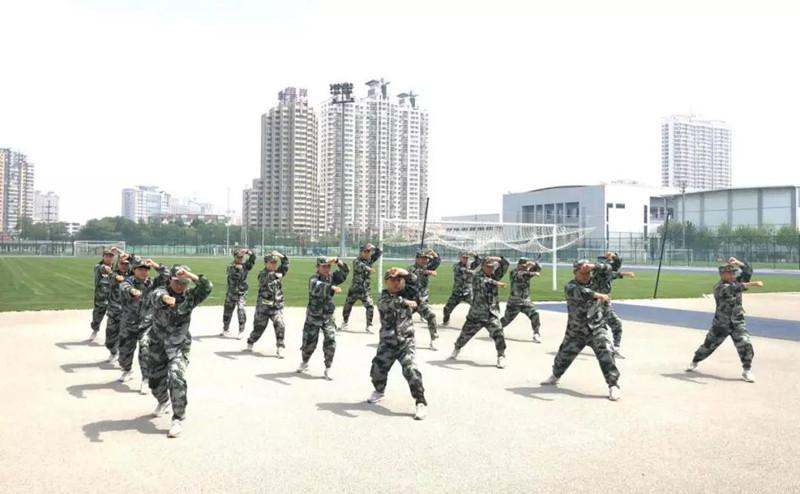单板滑雪平行大回转国家集训队开展军训