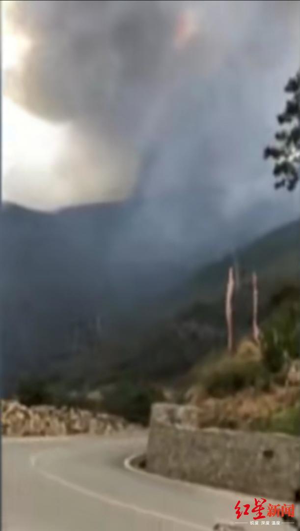 木里火灾进展:火场东、西、北线已控制,南线有一较大烟点