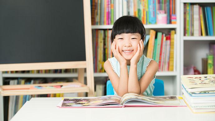 [小学生爱心暑托班556个办班点报名启动,为求名额家长一早排长队]上海爱心暑托班报名