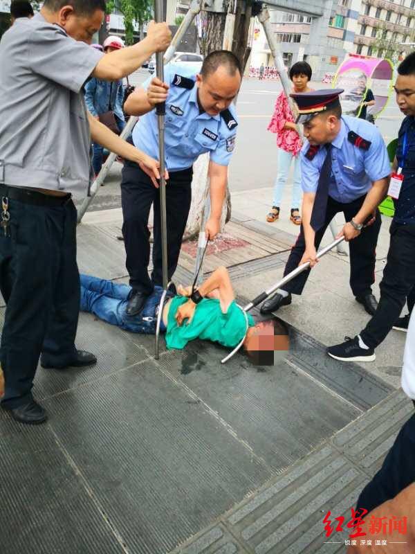 [德阳杀伤两保安男子被刑拘 事发前因家庭矛盾负气出走] 德阳占道经营被刑拘