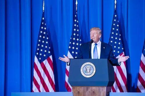 6月29日,在日本大阪,美国总统特朗普出席二十国集团领导人大阪峰会结束后的美方记者发布会。新华社记者王婧嫱 摄