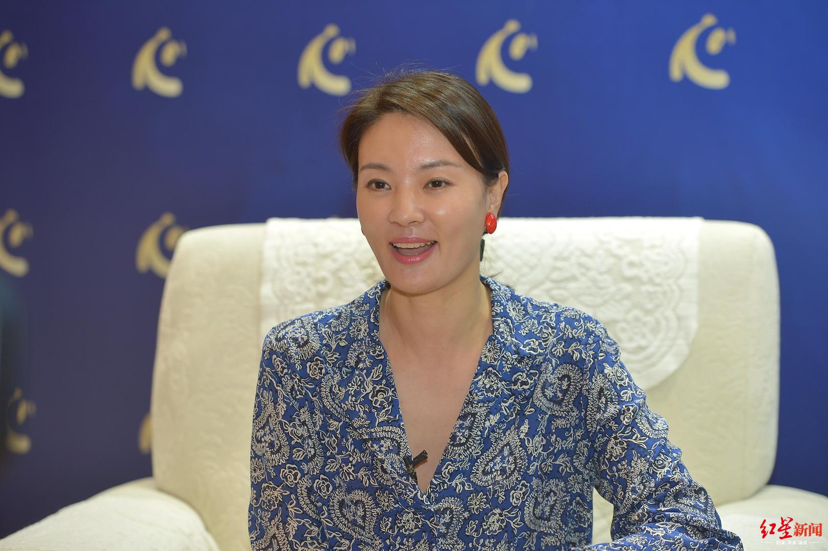 央视主持人刘芳菲谈成都:城市包裹着历史,人们创造着现代生活