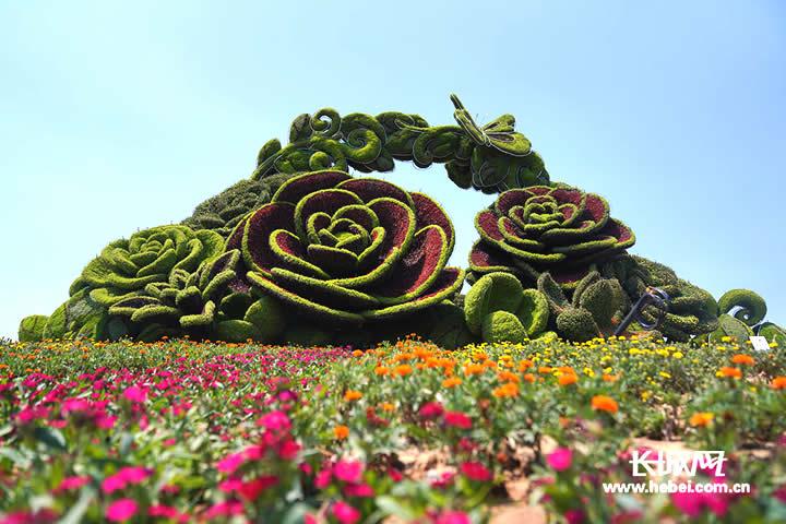"""""""花之洲""""位于园博会主入口的正前方,呈现花篮造型。长城网记者冯立华摄"""