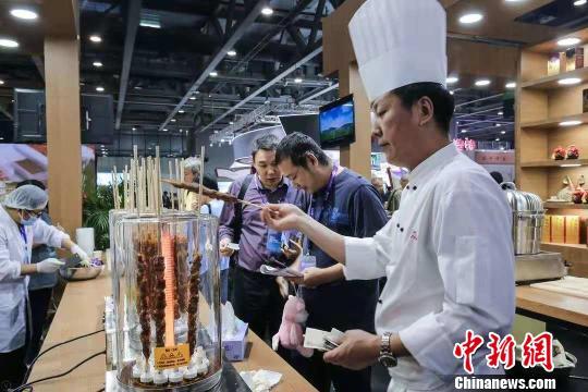 内蒙古农畜产品展广州开幕 精品美食吸引观众