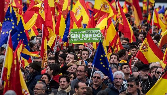 2月10日,西班牙马德里,右翼反对党发起抗议西班牙首相桑切斯的集会。图片来源:视觉中国