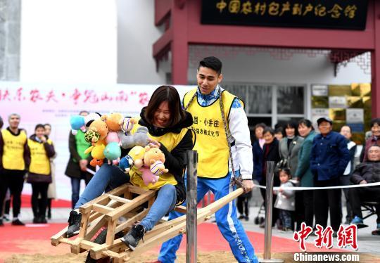 安徽小井庄举办农根文化节 中外选手同场竞技趣味农耕项目