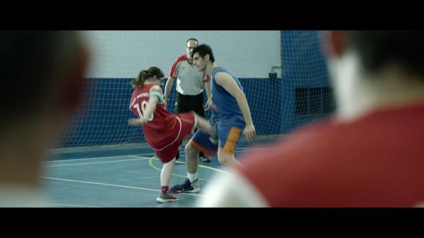 """电影《篮球冠军》:如何定义""""正常"""""""