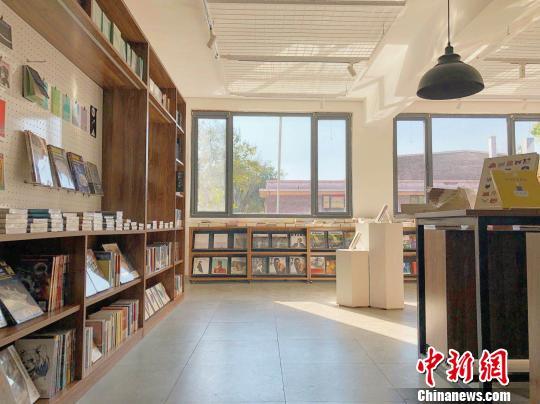 平遥国际电影展开幕日 山西首家电影主题书店亮相