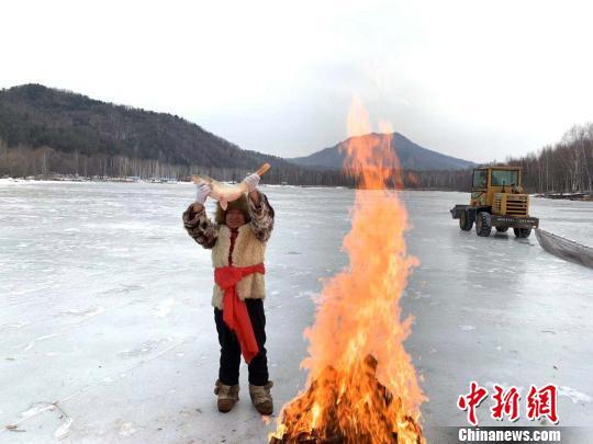 中国伊春森林冰雪欢乐季开幕 5000名游客体验冰雪文化