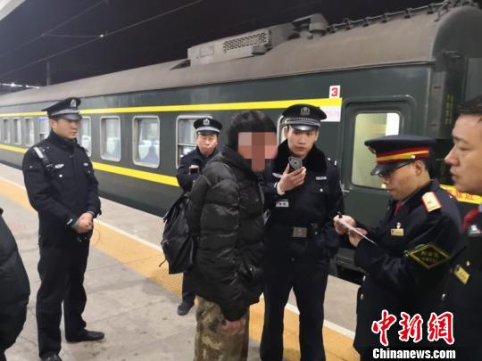 """北京铁警春节频遇""""囧事"""" 有人醉酒外出打工"""