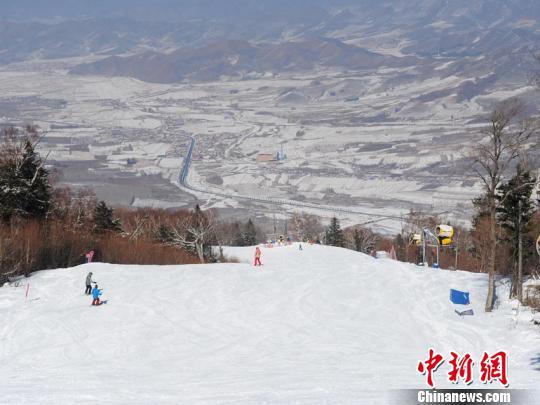中��82家滑雪�鼋M�盟共推冰雪�a�I�l展