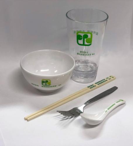 调查:8成受访港人支持立法规管即弃塑料餐具