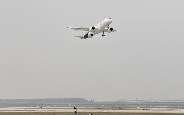 去年5月C919首次试飞成功(澎湃新闻 图)