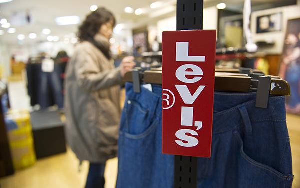 牛仔裤传奇李维斯时隔34年重返纽