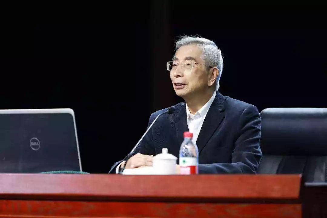 上海交大78岁教授仍保持一周五节课频率,每次课前都备课
