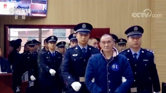 首起长江非法采砂涉黑命案开庭 14被告涉嫌7项罪