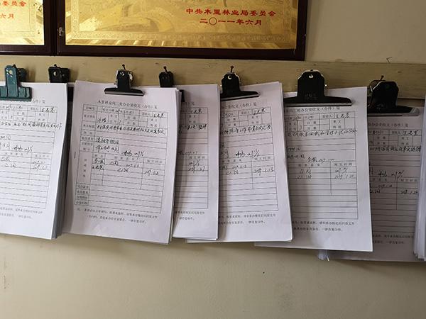 王慧蓉生前整理的办公文件。 澎湃新闻记者 祝文博 图