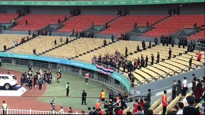 羡慕!泰国球迷在广西体育中心做维京战吼