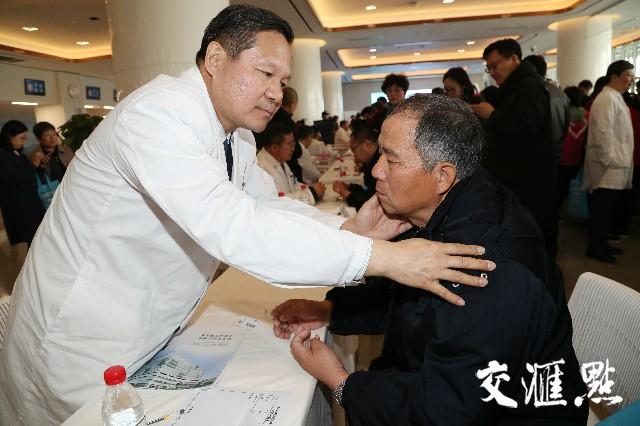 """""""顶级""""专家义诊 江北市民""""看病不过江"""""""