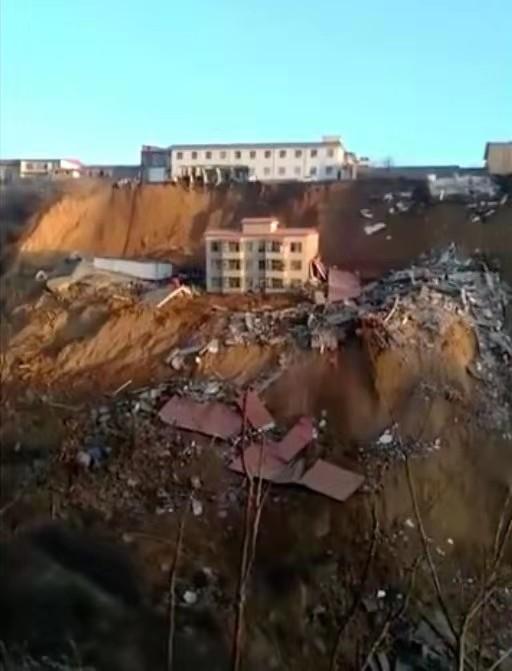山西乡宁县发生山体滑坡 已致2人死亡尚有17人失联