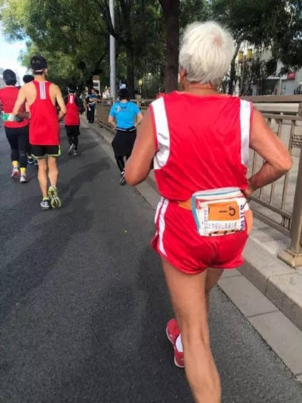 【我的朋友作文400字】这是最用心的北京马拉松,跑友们用脚投票用心