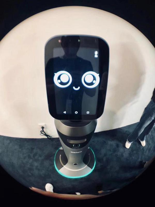 赋能上海|世界人工智能大会探营:猎豹机器人提供五星级接待