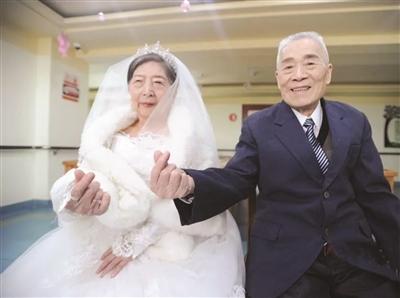 九旬爷爷爱上八旬奶奶 他做了一个决定……