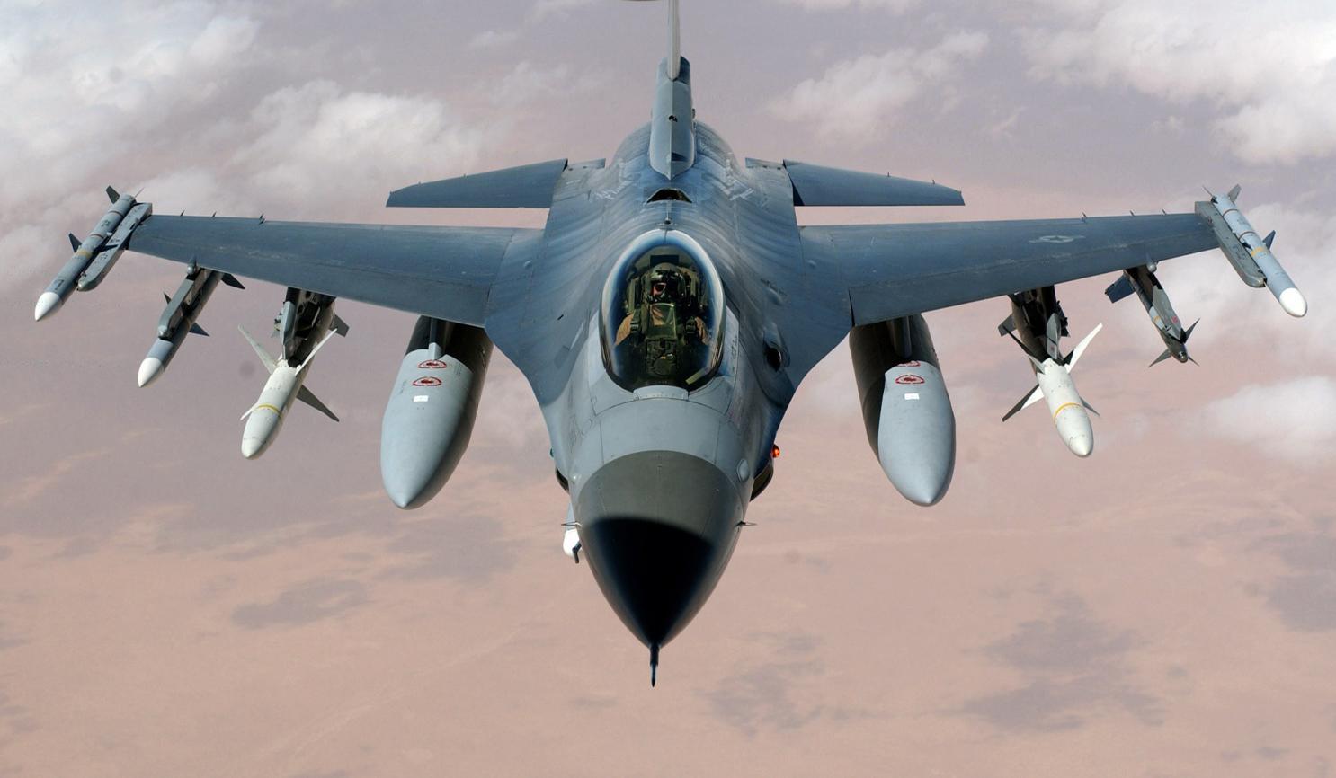 """彭尼同款F-16战机 图源:美国""""国家利益""""网站"""