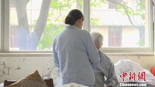 专业人员缺乏、照护成本高 痴呆患者家庭困境如何破?_患者知识缺乏与什