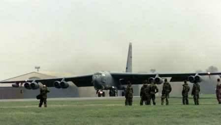 图文:美国将派遣更多飞机前往欧洲参战