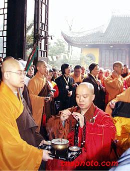 图文 上海龙华古寺举行照诚法师升任方丈典礼