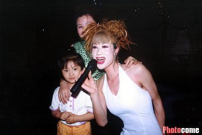 儿童表演发型女