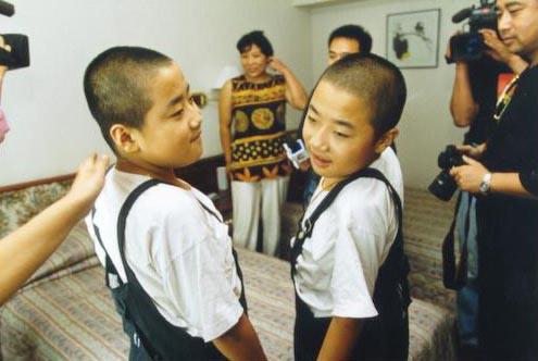 图文:可爱的双胞胎兄弟金豆和银豆