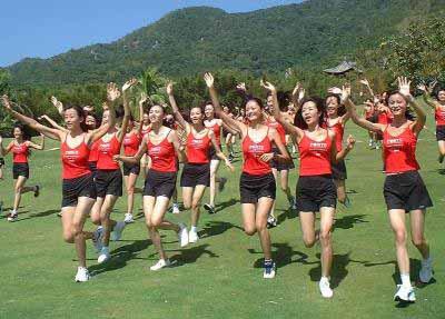 """图文:""""2000新丝路中国模特大赛""""选手亮相海南"""