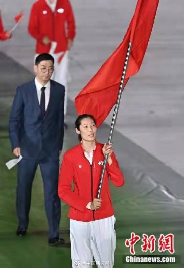 第十四届全运会开幕式在西安进行 朱婷举旗手缠绷带