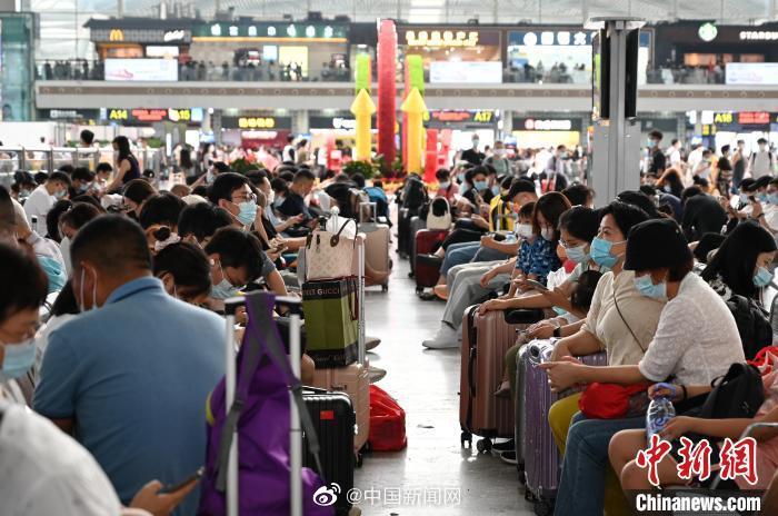 国铁集团:1.1亿人次国庆坐火车出行