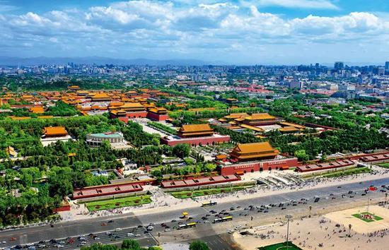 北京故宫俯瞰图。遵照中国古代星象学说,紫微星(即北极星)位于中天,乃天帝所居,天人对应,以是天子的寓所又称紫禁城。