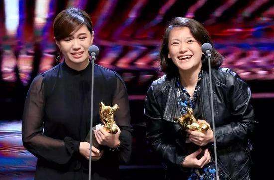 傅榆得知本身获奖时显得很冲动,不断抽咽。