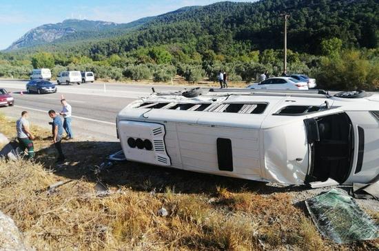 外媒:土耳其一旅游大巴发生事故 造成1死49伤