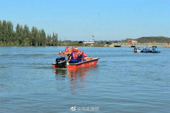 河北大巴坠河最后一名失联者被找到,事故致14人遇难