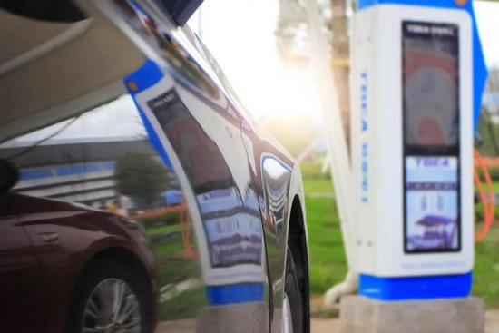为充电排队4小时 新能源车主在高速上有多囧?