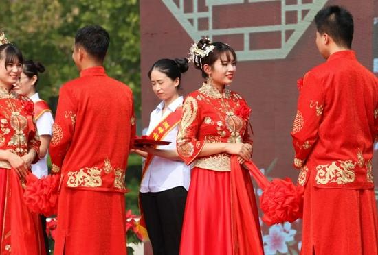 新京报:超三成年轻人不想结婚,是个啥情况?