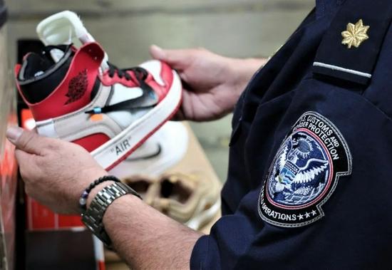 疫情来了,才知道谁在穿莆田鞋