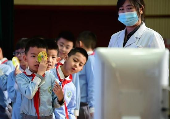 国家卫健委:中小学生视力筛查频率每学年不少于2次