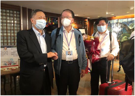 内地核酸检测支持队上午离港 大批香港市民来欢送
