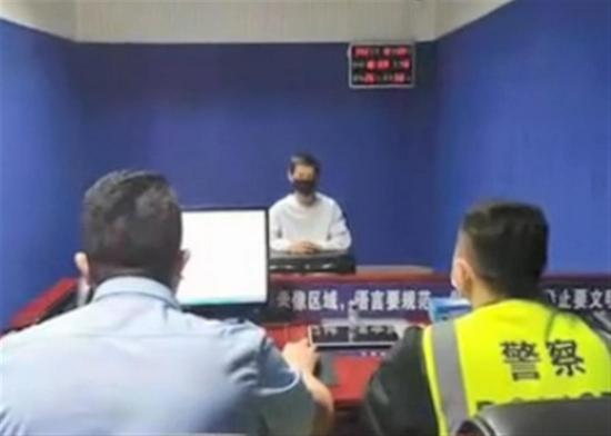 """贵州男子小车贴""""日本神风""""标志,被拘留12天并罚款"""
