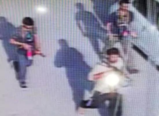 3名武装份子被监控视频拍到的画面