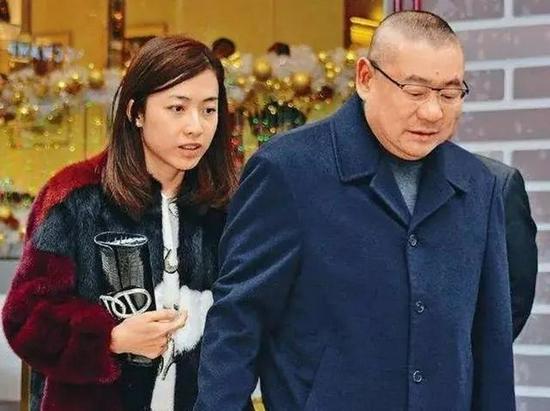 """血亏百亿退市 """"风流富豪""""刘銮雄的商海浮沉"""