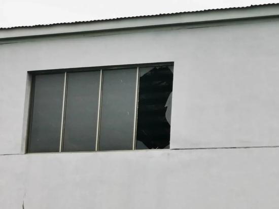江苏射阳一油脂厂发生爆炸:巨大罐体飞出50米