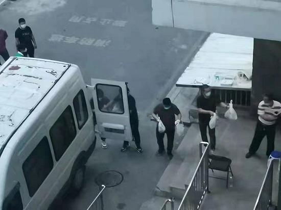 北京市朝阳区十里堡又一栋楼被临时封闭